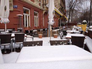 Eiszeit im Straßencafe? Schon wieder steigt die Straßenbenutzungsgebühr