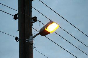 Das Licht ist aus: entlang der Spinelli-Kaserne gibt es keine Straßenbeleuchtung mehr    Bild: Uwe Schlick / pixelio.de