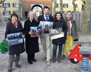 von Links nach Rechts:   Dr. Elke Wormer, Dr. Birgit Reinemund, Volker Beisel, Birgit Sandner-Schmitt und die Bürgerin Irene Betz