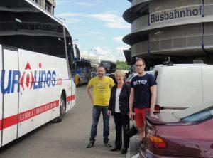 Machen sich ein Bild vor Ort: Florian Kußmann, Birgit Reinemund, Fabian Abt