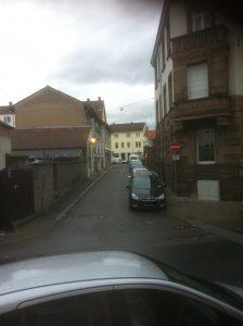 Eine Vielzahl an Parkplätzen wie hier in der Pfarrgasse würden verschwinden