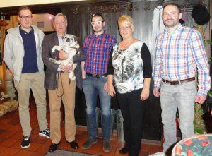 Der neue Vorstand mit Gästen v.l.n.r: Fabian Abt, Jörg Diehl mit Mops Bruno, Timo Breuninger, Stadträtin Dr. Birgit Reinemund, Florian Kußmann