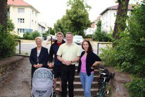 FDP-Stadträtin Dr. Birgit Reinemund, FDP-Bezirksbeirat David Hergesell, Alt-BBR Felix Glaser und die stellvertretende Ortsvorsitzende Nadine Mayer im August-Bebel-Park