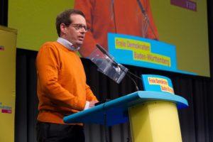 Konrad Stockmeier am Rednerpult auf der Landesvertreterversammlung am 17. Oktober 2020 (Foto: Pascal Schejnoha)